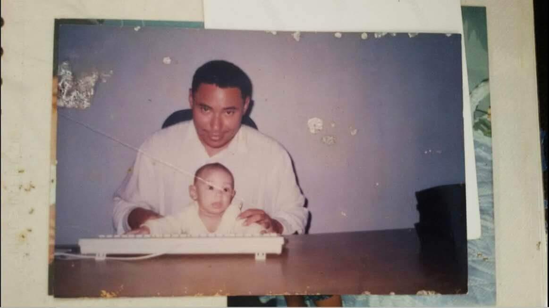 Emmanuele com poucos meses de vida e seu pai