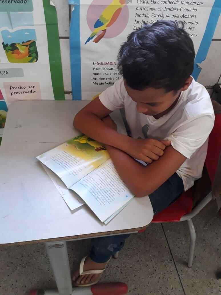 Aos 10 anos, menino de escola pública é escritor