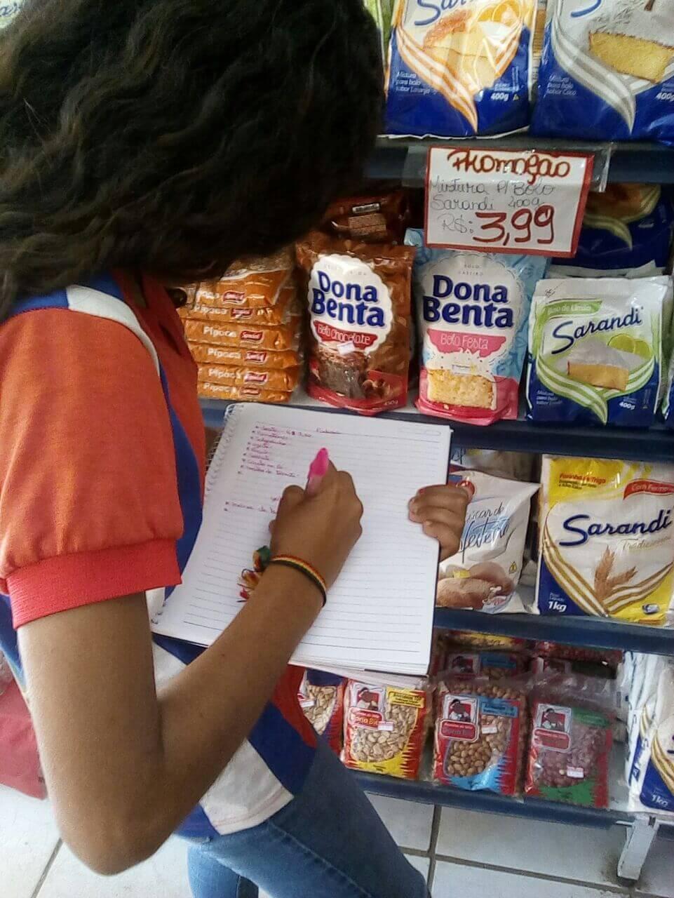 Alunos redescobrem paixão por Matemática em mercadinho local