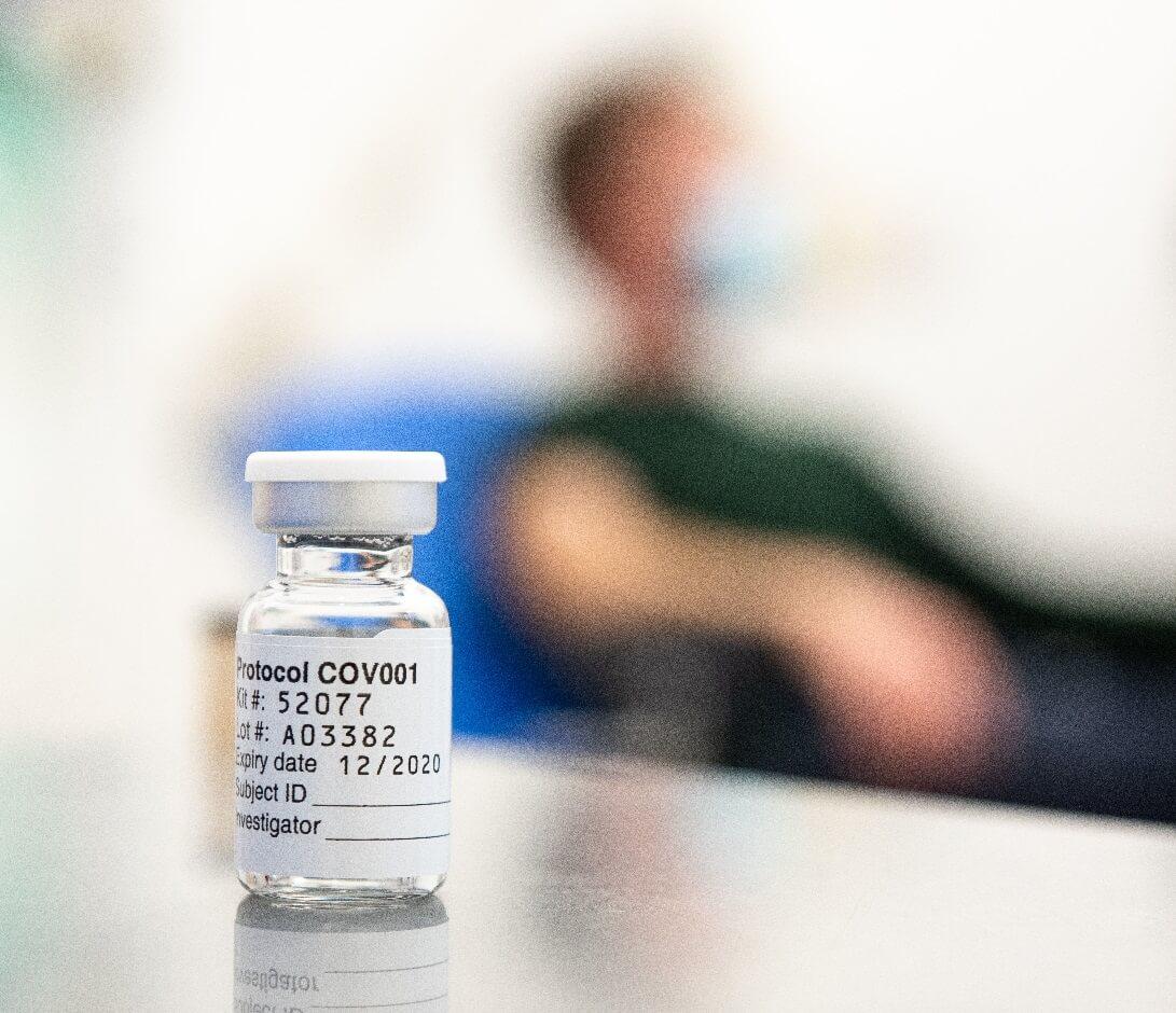 Vacina de Oxford atinge eficácia de até 90% em testes