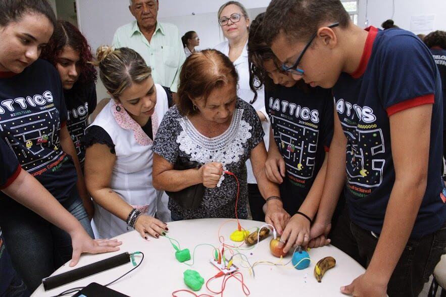 Jogos desenvolvidos por estudantes estimulam memória de pessoas com Parkinson