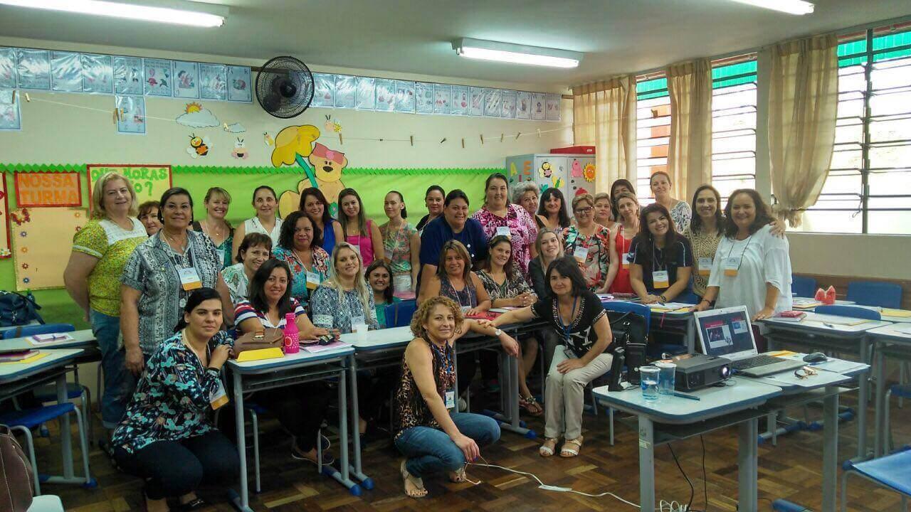 Gestores escolares em curso da Elos Educacional