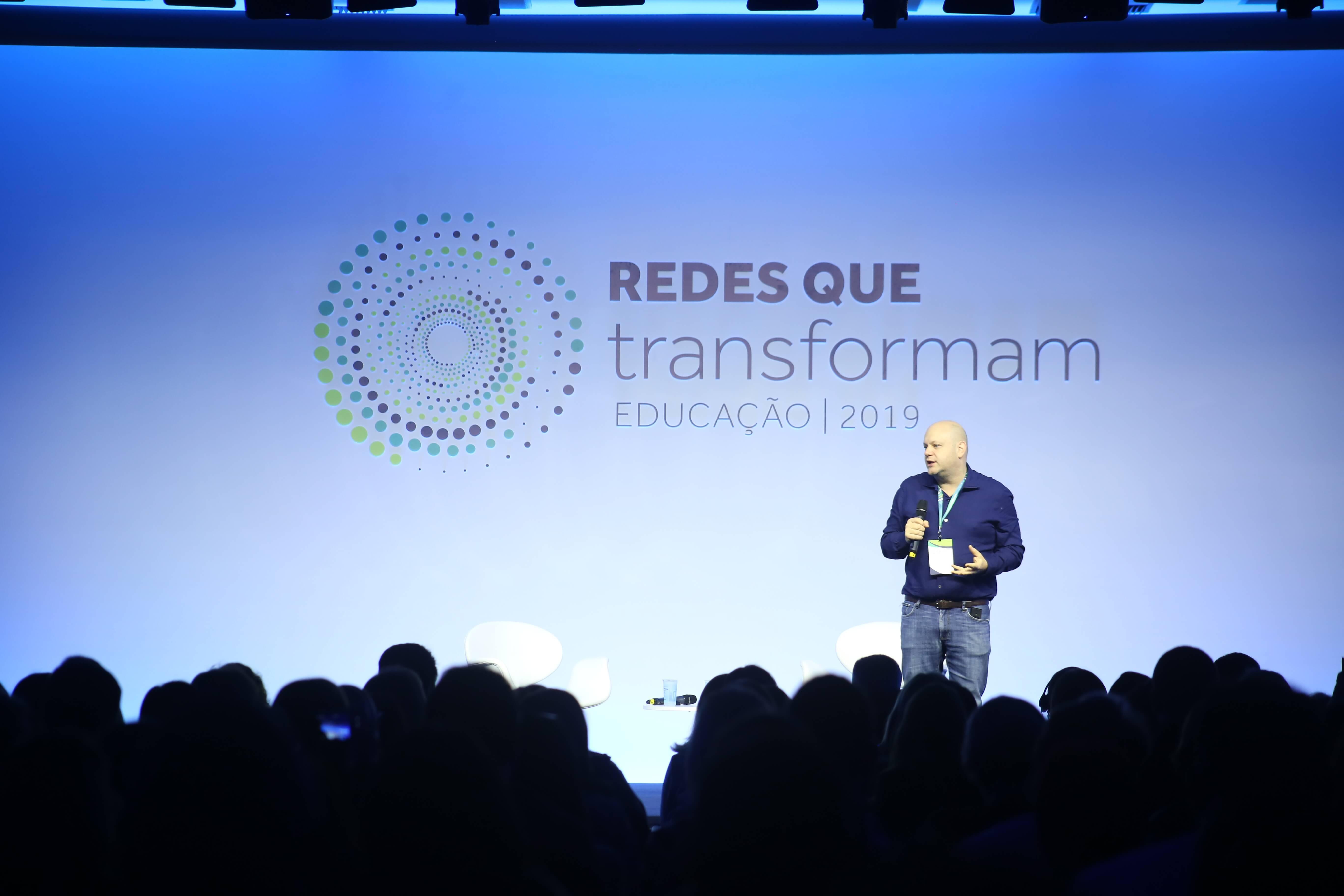 Denis Mizne durante abertura do Redes Que Transformam