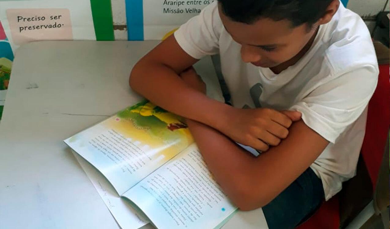Antônio Levi, lendo durante uma aula