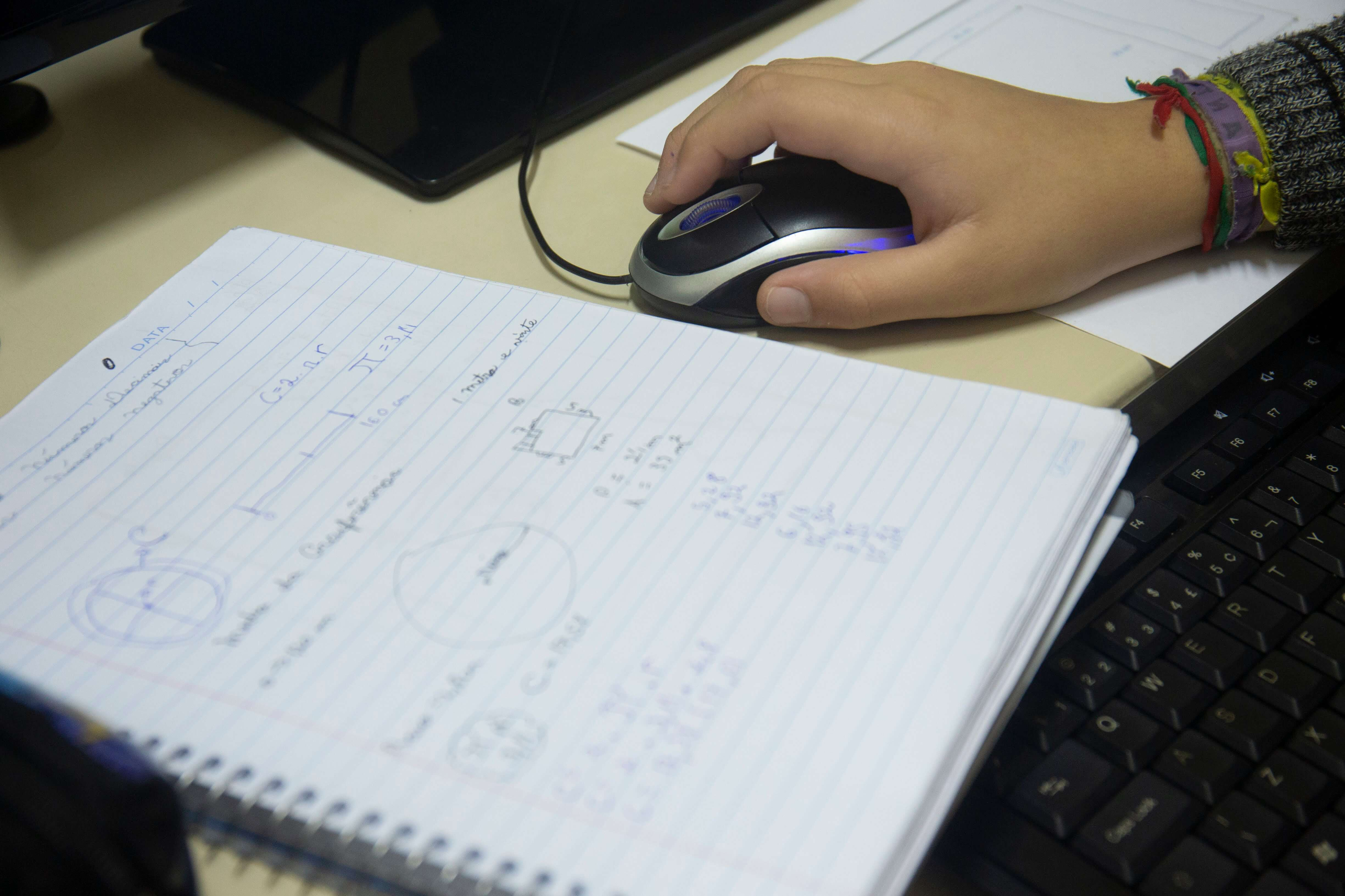 Somente 3% das escolas têm internet em padrão internacional