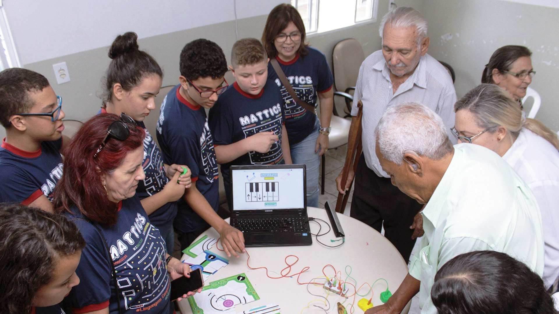 Projeto educacional auxilia doentes com Parkinson